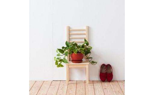 北海道育ちの木材を使った宮大工特製「花台」(背もたれ付)