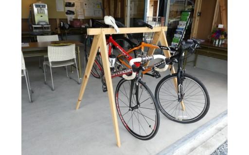 SZ-02 国産桧の自転車ラック宿輪木とヘルメットスタンド