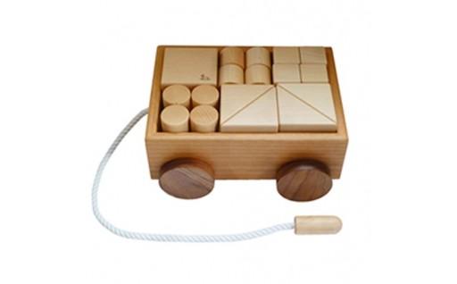 18412.【諸富家具】木のおもちゃ(積み木の引き車)