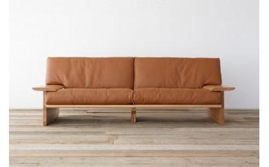 木と革が生み出す重厚感あふれるソファー 3人掛け