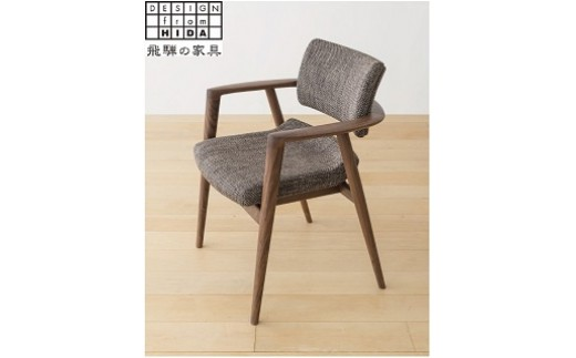 E25 立ち上がりたくない椅子