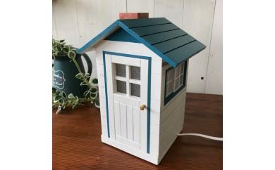 ミニチュア・ハウスの照明 青色