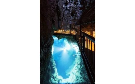 日本三大鍾乳洞のひとつ龍泉洞
