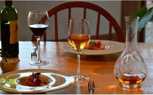 バラの葉茶をワインのように提供しているレストランも