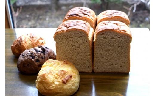[1215]とかち産有機(JAS認定)小麦100%の全粒粉山食とブールのセット