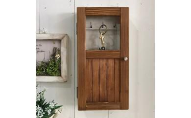 小さな扉のキーボックス 茶色