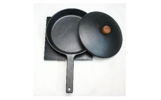 0016-102 鉄鋳物フライパン・鉄鋳物フタ・敷台付