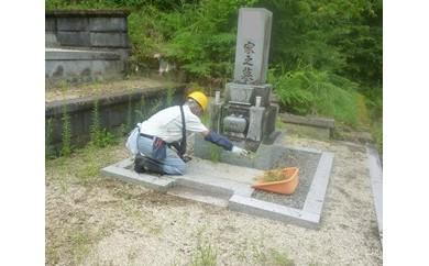 お墓の草取り、清掃及び墓石一基の作業(2名5時間相当)