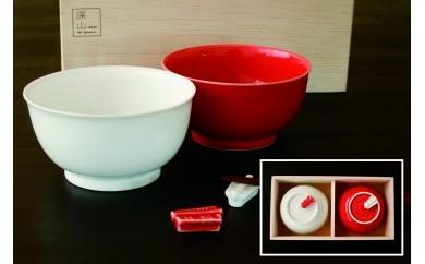 【縁起もの紅白の器】的中した当たり矢モチーフの飯碗と箸置セット(木箱入)