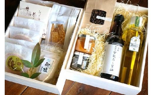 《B5-011》【ヒラカタギフト】 木箱入り風呂敷包み 伝統の味ふるさと2段重ね