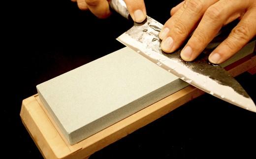 日本三大刃物 土佐打ち刃物 黒打万能包丁×砥石小セット