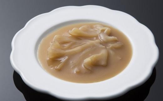 フカヒレ姿煮(胸びれ)。ねっとりとなめらかな舌触りで、尾ビレほど繊維が固くなく程よい食感が特徴です。