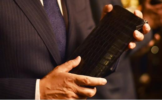 [№5545-0076]ナイルワニ革を全面使用したラウンドファスナータイプの長財布