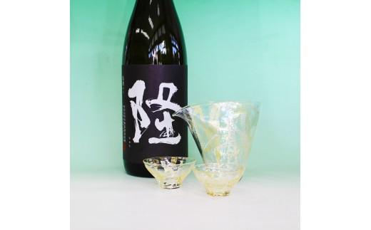 [№5691-0490] ハンドメイドガラス冷酒器セット+隆(りゅう) 純米大吟醸 黒(白)一升