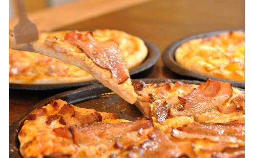自家製ベーコンのピザ