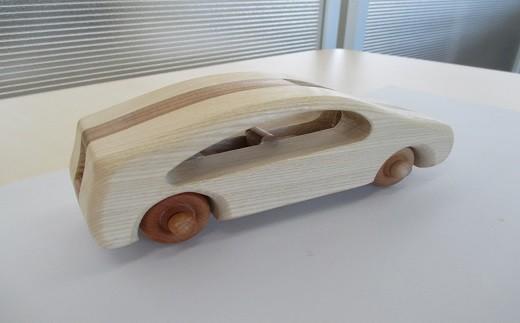 とんぼ工房手作り「木の自動車」