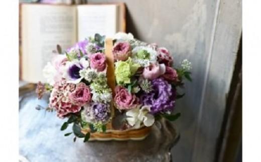 ~flower arrangement~天然木のカゴにお花をたっぷり詰め込んだフラワーアレンジメント