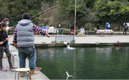 [№5666-0153]益子・大川戸つり掘のマス釣り体験