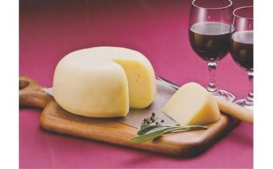 生乳100%!日本一の生乳生産量を誇る別海町で作られた【べつかいのチーズ屋さんゴーダ1kg】【AA15-C】