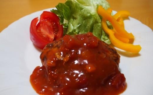 美明豚ハンバーグは、トマトソースで仕上げました!