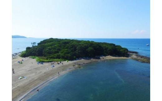 高さ12.8m、面積約4.6ha、周囲約1㎞の陸続きの小島