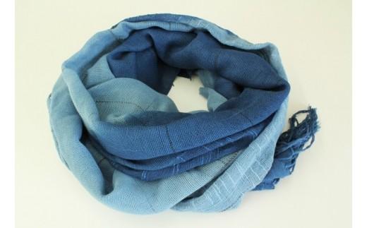 848 上質で万能。肌の色を引き立てる天然藍の色。藍染めコットンストール(藍×水)