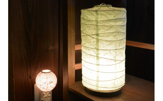 N25 <流山あかり館@雑貨Konocono> 美濃和紙の灯り テーブルランプ 丸ロング(B33)と和紙の足元灯