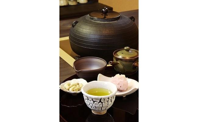 400年前から伝わる伝統ある松阪のお茶を、最大限引き出して作りこんだ深蒸し茶。自然の力と匠の技を感じてください。
