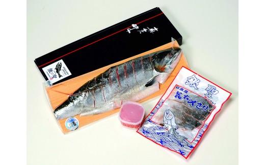 ブランド鮭「銀聖」の半身姿切・昆布〆切身と醤油いくらをセットにしました。鮭親子丼等でお楽しみください。 ※パッケージ画像