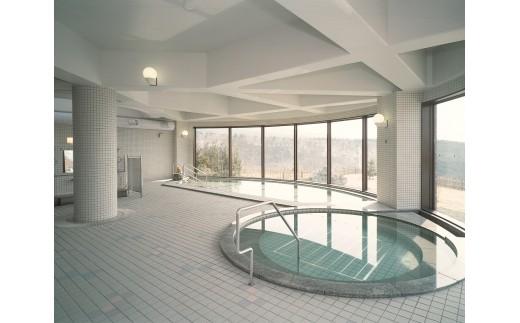 大浴場はアポイ岳と太平洋を見下ろす大パノラマが自慢。 露天風呂・サウナ室も完備し、自然にひたりながらゆっくりと寛げます。