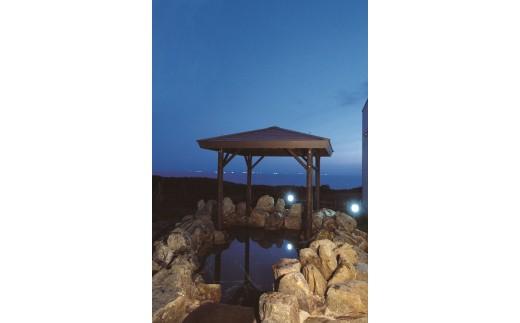 カンラン岩を使用した露天風呂です。