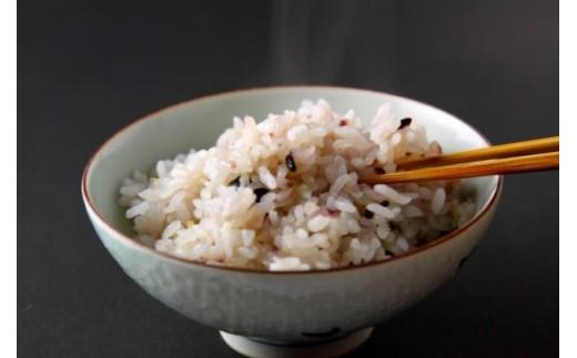 見た目も味もおいしく感じていただけるように独自にブレンドした十穀米です。