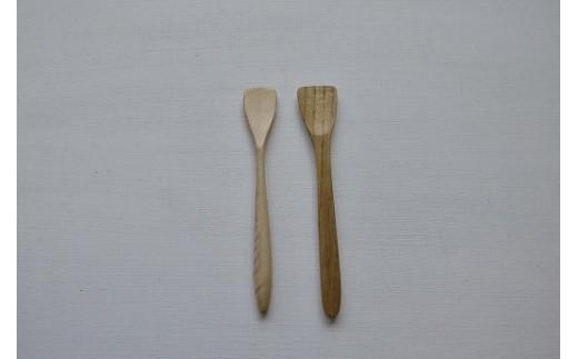 左:ジャムスプーン(トチ)・右:スプーン小(栗)