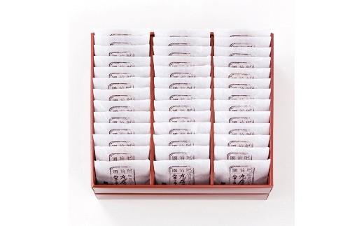 昔ようかん(小豆)(抹茶)と小城羊羹の詰め合わせ。小城羊羹の小豆と抹茶が1本ずつ入ってます。