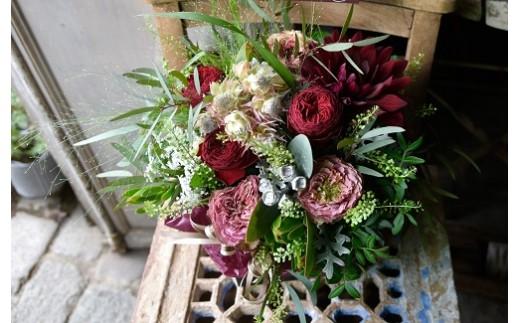 ~定期便~季節のお花をたっぷり詰め込んだフラワーアレンジメント