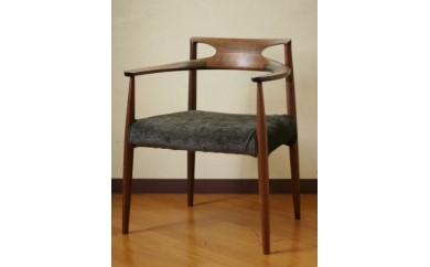 さまざまな姿勢にフィットする椅子