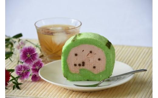 第1回やまがた土産菓子コンテスト 優良賞受賞のすいかロールケーキ。