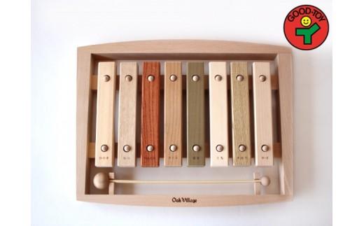 42S-0002 森の合唱団【樹種の違う音盤をドレミの音に並べた不思議な木琴】