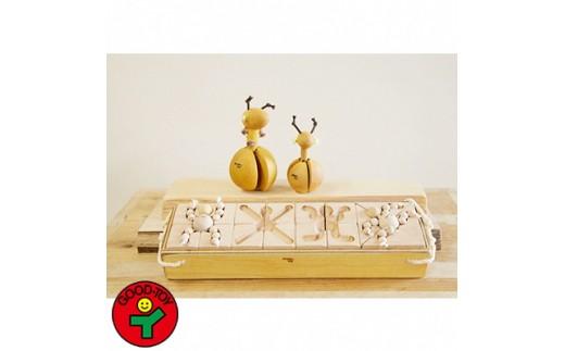 赤ちゃんのガラガラと積み木のセット