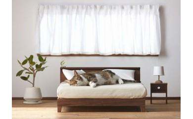 総無垢仕様のネコ用ナイトテーブル。両面使いの小引出し付