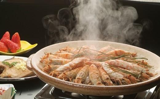 塩を敷いた鍋で蒸し焼きにした「焼きモサエビ」(画像:調理イメージ)