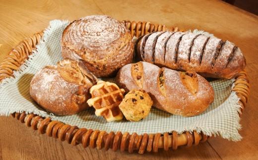 [B013-016001]『めるころ』人気商品やまぶどうパン含む5~7品おすすめセット