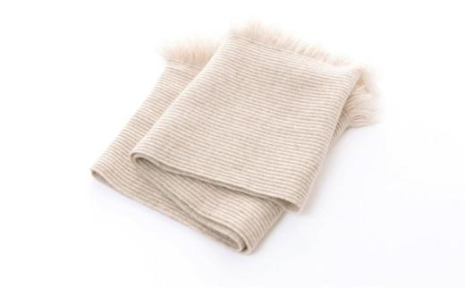 しっかりと詰めて編んだ肉厚な編地で、抜群の温かさ