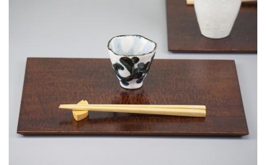 10033 桐・ティーマット(はつり)と木曽檜・桜箸置きのセット