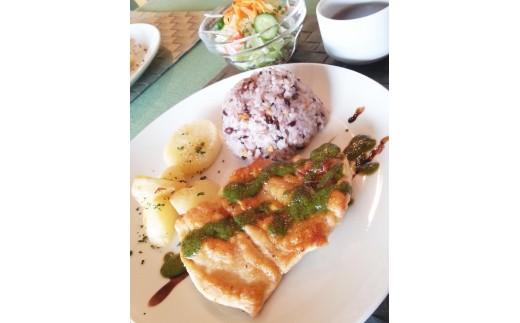 (ランチ例)鶏胸肉のソテーグリーンソース