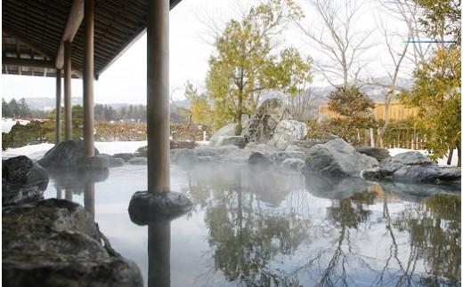 露天風呂からの雪景色はまるで水墨画