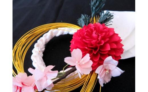 和紙で作られた花のアップです。桜の枝も手作りです