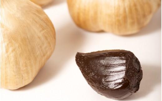 発酵・熟成過程によって強いにおいや辛味成分が抜け、にんにくが本来持っている甘味を味わうことができます。
