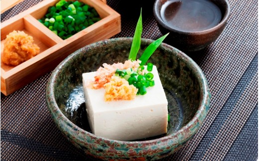 生姜やねぎと一緒に豆腐に添えて。