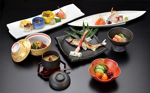 旅に花を添える豊潤な味わい。奥多野ならではの食材が膳を鮮やかに飾ります。